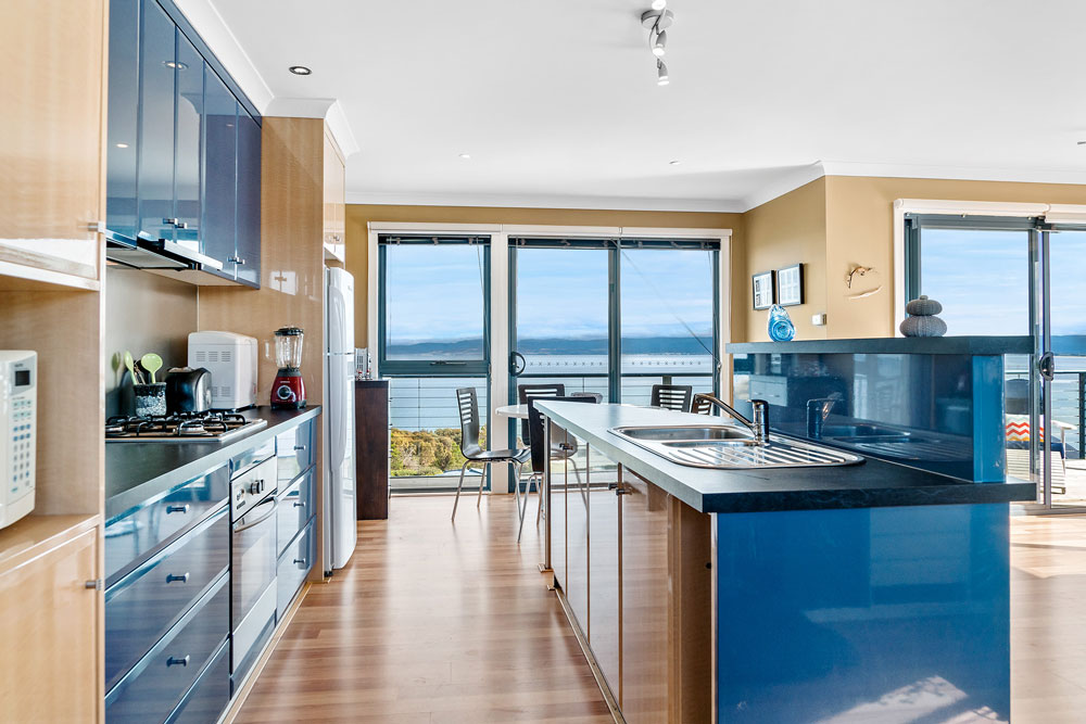 Coles Bay Holiday House - The Freycinet Dream - Galley Kitchen